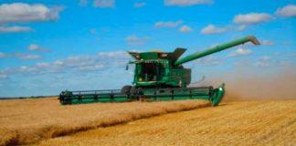 уборка урожая пшеницы комбайном